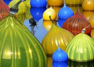 https://okeefesbackyard.files.wordpress.com/2011/12/dale-chihuly-1.jpg?w=300